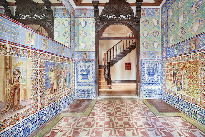 A photo of an old-style tiled lobby in Lisbon.